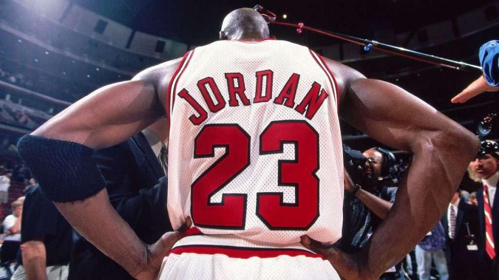 Michael Jordan vs LeBron James stats, things and rings throughout NBA history